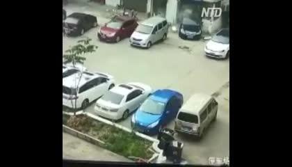 गजब तकनीक पार्किंग की ??