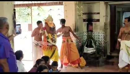 tugili near kanjanur  Tiger suppuni bagavatar Narasimha vezam