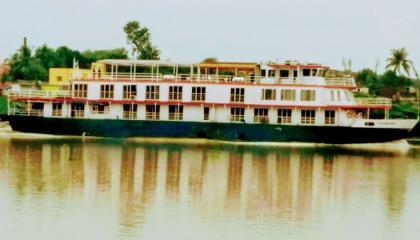 Ship On Ganga River Cruise Bharat Pathik Namami Gange River Route गंगा में जहाज