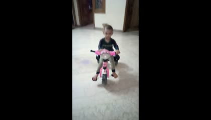 BABY FUNNY VIDEO : BABY RIDING TRICYCLE