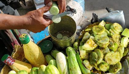 Special Tasty Masala Ambarella\Cucumber\Guava Mixed Fruit Chaat  Fresh Fruit Salad  Street Food
