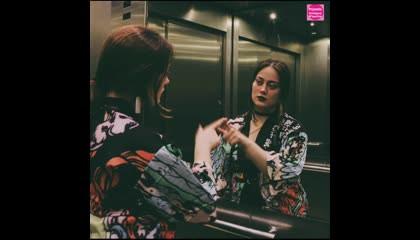 लिफ्ट में सीसा क्यों लगा होता है?