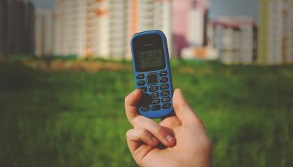 Nokia के मोबाइल में जो दो लोग हाथ मिलाते हुए दिखाई देते हैं वो कौन है