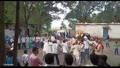 aadivasi dance. bachpan ka pyar gaana gate huye. dance